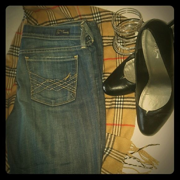 "ONLY $15 Citizens of Humanity ""Naomi"" Jeans Citizens of Humanity  Low Waist Flare 31.5"" inseam #006 Naomi Jeans EUC Like new ~~~ Price is firm unless you bundle ~~~ Citizens of Humanity Jeans"