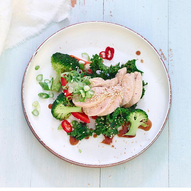 Ingefærkylling er lett å lage. Kok kylling i kyllingkraft og ingefær mens du wokker grønnsaker i chili, ingefær og hvitløk. Denne retten er også svært kalorifattig med kun 274 kalorier per porsjon.