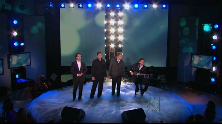 "Celine Dion & The Canadian Tenors - Hallelujah (leonard cohen) on Oprah Winfrey Show February, 10th 2010 Lyrics: ""I've heard there was a secret chord That Da..."