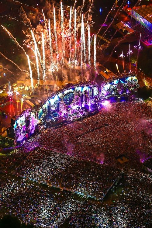 Tomorrowland 2014 This board is for all #EDMMusic Lovers who dig cool stuff that…
