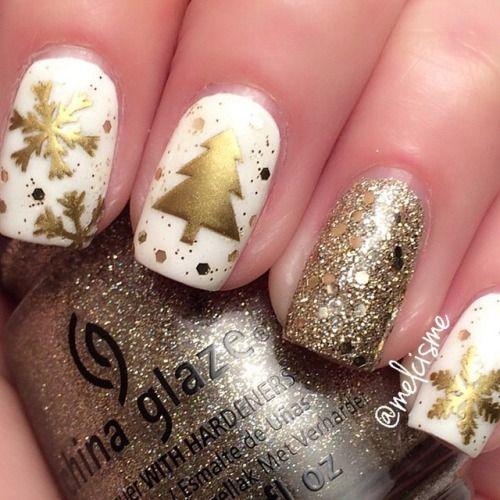 The perfect Christmas mani by @melcisme ☺️ http://decoraciondeunas.com.mx #moda, #fashion, #nails, #like, #uñas, #trend, #style, #nice, #chic, #girls, #nailart, #inspiration, #art, #pretty, #cute, uñas decoradas, estilos de uñas, uñas de gel, uñas postizas, #gelish, #barniz, esmalte para uñas, modelos de uñas, uñas decoradas, decoracion de uñas, uñas pintadas, barniz para uñas, manicure, #glitter, gel nails, fashion nails, beautiful nails, #stylish, nail styles
