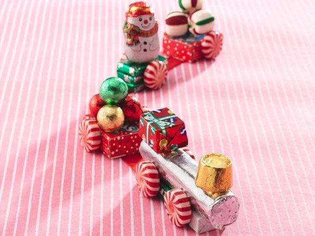 Holiday Candy Trains: http://content.bettycrocker.com/recipes/holiday-candy-trains/c8e46367-066b-4f9d-9108-a7e018d13058