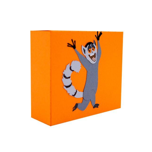 Marturie botez cu model inspirat din personajul Madagascar King Julien, si realizat din carton aplicat in multiple straturi