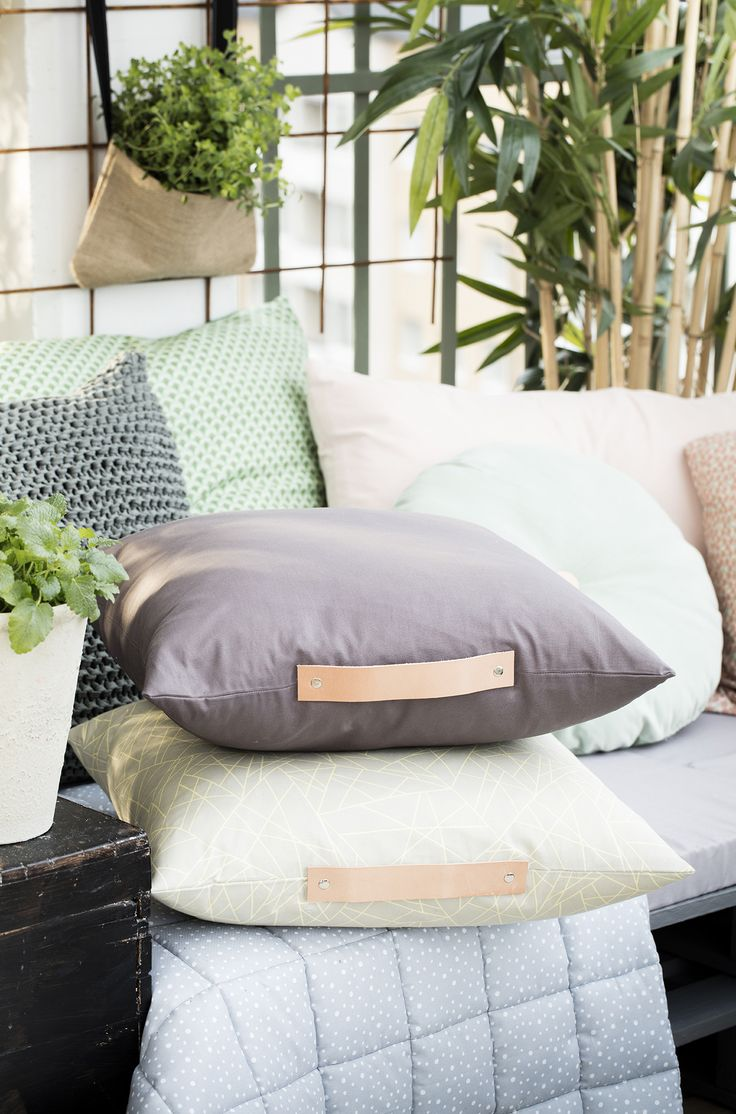 Sew cushions with leather www.pandurohobby.com Outdoor living by Panduro #decoration #DIY #cushions #throws #urban #farming