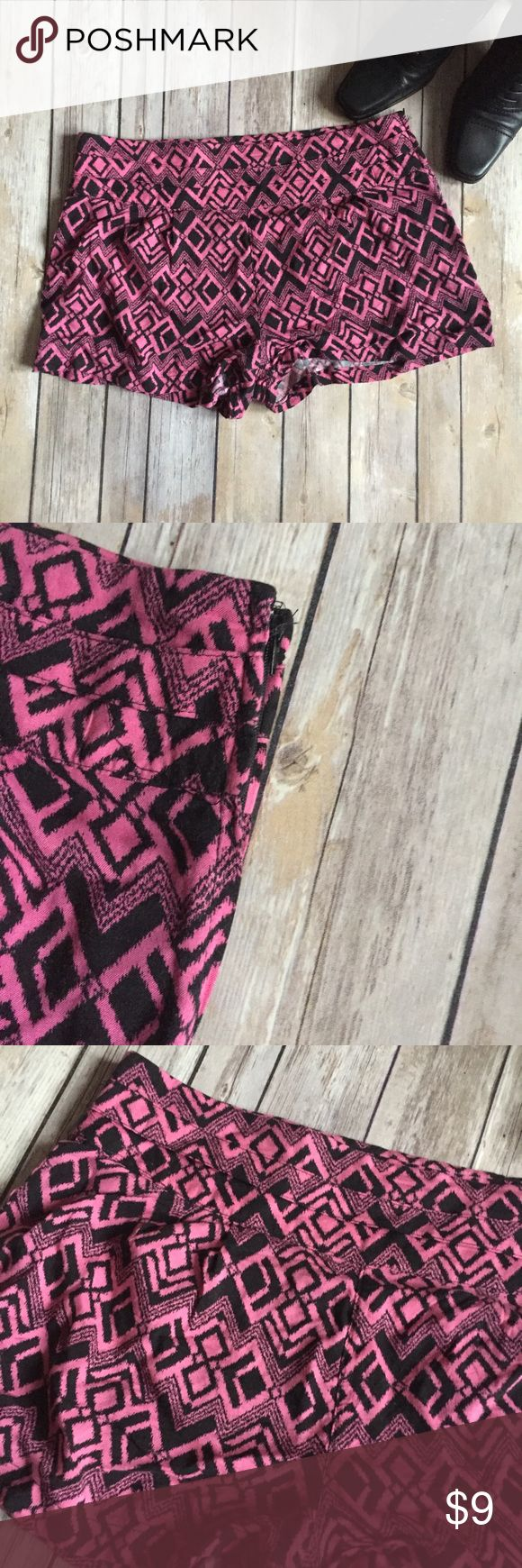 "💋 Charlotte Russe Aztec Print Shorts Size Small These shorts feel so good. If you're looking for lightweight shorts with a bold print, then these are it. Size small. 100% Rayon. 12"" Charlotte Russe Shorts"