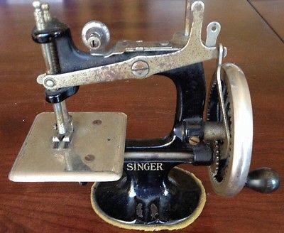 Miniature SINGER SEWING MACHINE, Vintage, Antique, Cast Iron