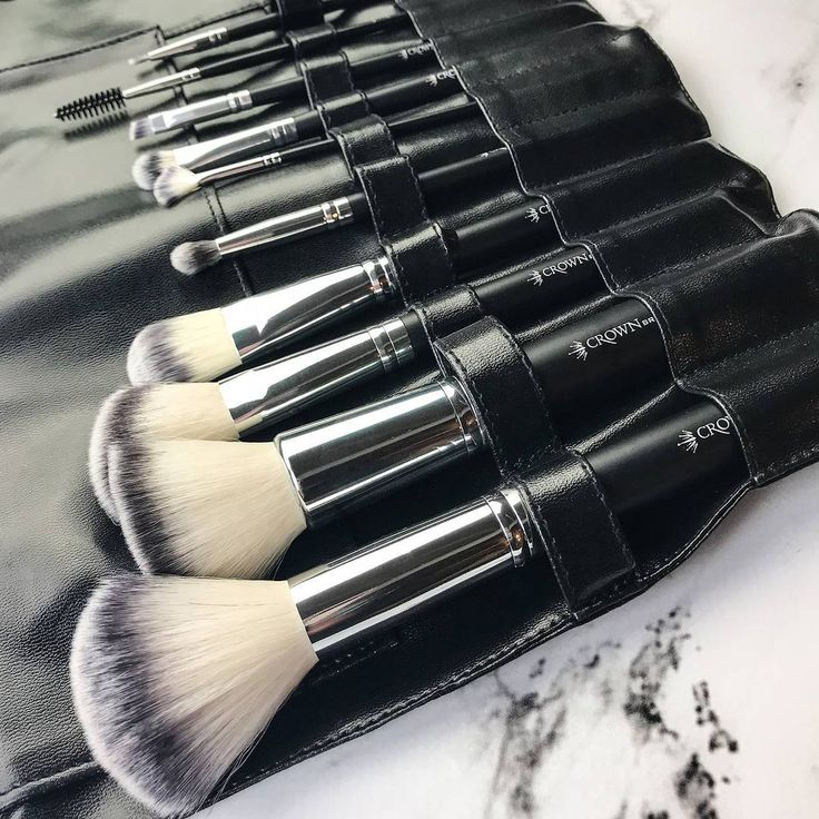 """2,274 Likes, 7 Comments - Crown Brush (@crownbrush) on Instagram: """"Set-510 is made up of 100% synthetic brushes and has everything you need for a full face of…"""""""