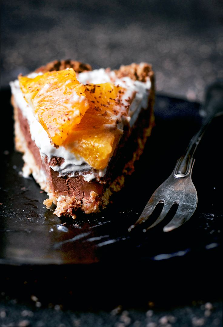 A chocolate orange tart that's both sugar free and gluten free!I know, I know, I'm really going crazy with chocolate and orange, but ...