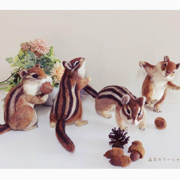 シマリス4兄弟  友達のパン屋のデッキに置かれるシマリス君たち。  この後リス君たちに針金を刺してデッキの手刷りへ固定します。ディスプレイすごく楽しみ~💓 #シマリス #ぽこあぽこ #リス #squirrel #松鼠 #オーダーメイド  #ニードル  #羊毛フェルト #ハンドメイド #羊毛 #felting #bread #needlefelting #handmade #wool  #валяние #фелтинг#羊毛氈 #니들펠트