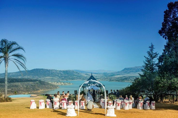 Wedding in the gazebo on the lawns overlooking the Wagondrift Dam at Blue Haze Country Lodge