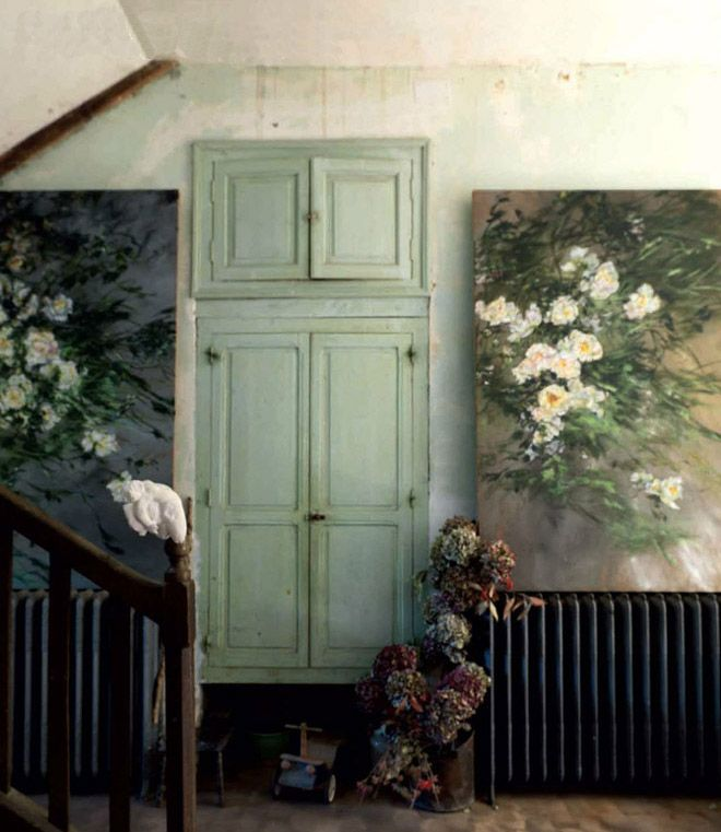 /\ /\ . Claire Basler