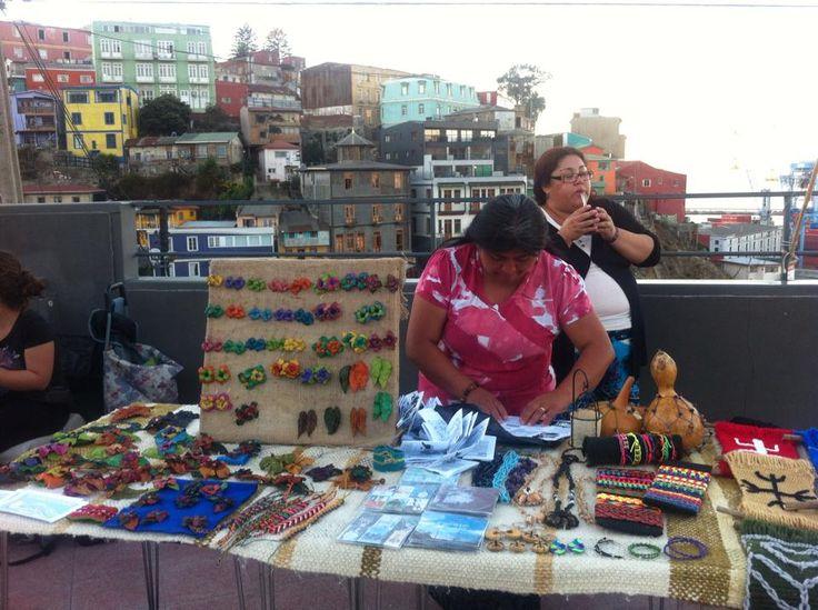 Feria de artesanías Mapuches en el Arrayán Mirador Cultural. Siempre apoyando la cultura y el Arte Indígena.