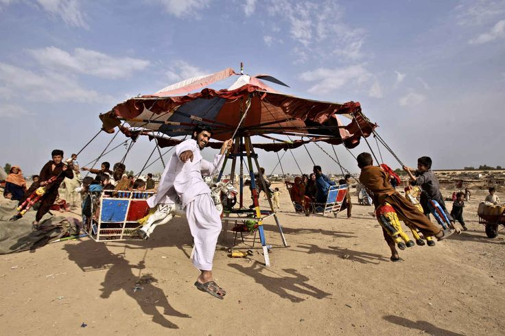 Pakistan's Makeshift Amusement Parks Are Pure Happiness On Earth