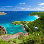 Le Six Senses Zil Payson au Seychelles, la Maison de Marie à Saint-Barth, le Four Seasons aux Maldives… Pour ceux qui n'envisagent pas les vacances sans une plage de sable blanc, voici cinq hôtels sublimes, tous situés sur des îles paradisiaques. Autant de raisons de passer l'hiver au soleil.