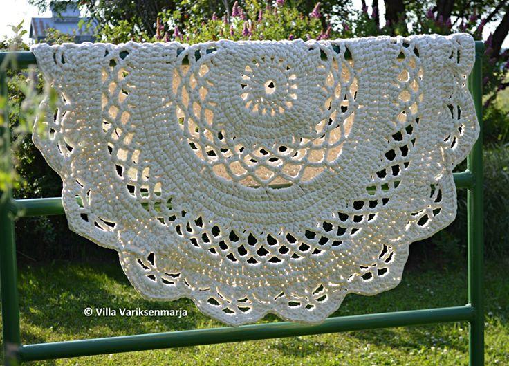 Giant #Crochet Doily Rug Pattern in Finnish