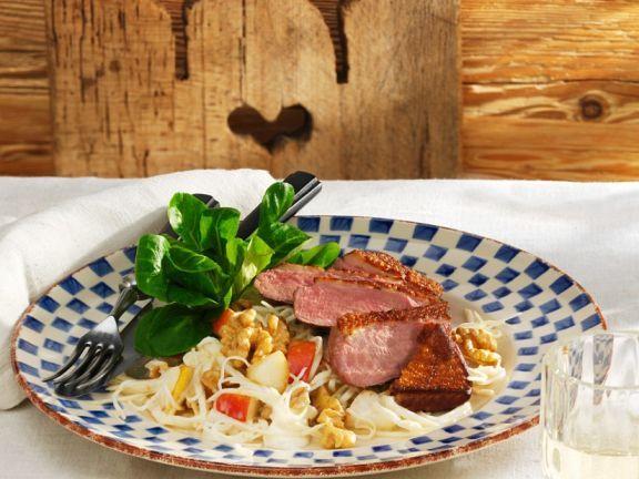 Entenbrust mit fruchtigem Selleriesalat ist ein Rezept mit frischen Zutaten aus der Kategorie Ente. Probieren Sie dieses und weitere Rezepte von EAT SMARTER!