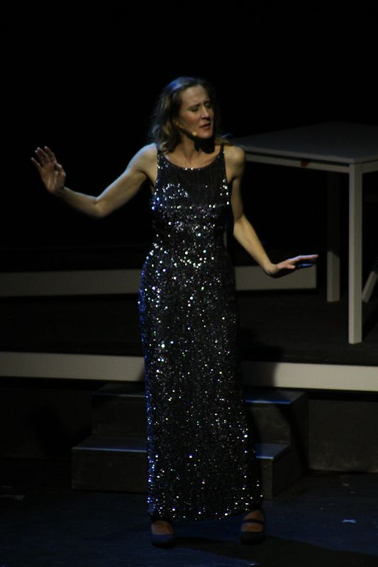 Lisa Angelillo (Cinzia)