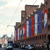 Een #filmfestival, #cultureel #evenement of #stadsfeest dat wordt aangekondigd met #vlaggen, #banieren of #BuildingWraps wekt nieuwsgierigheid bij bezoekers en vergroot de betrokkenheid van bewoners en het bedrijfsleven. - vanstraaten.com - Let's impress!