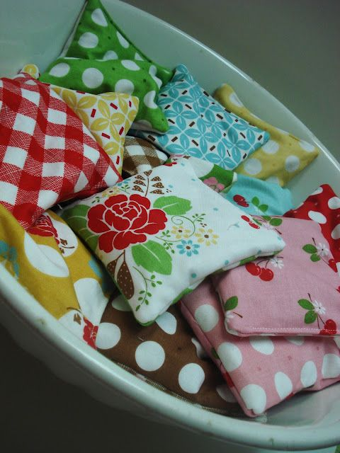 Hot/Cold Rice Packs Tutorial ... I can't believe how easy these are to make!  Great for kids headaches and pain.