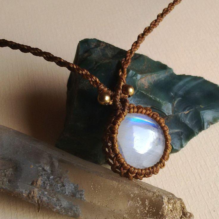 Colar de macramê com Pedra da Lua - Kaviah