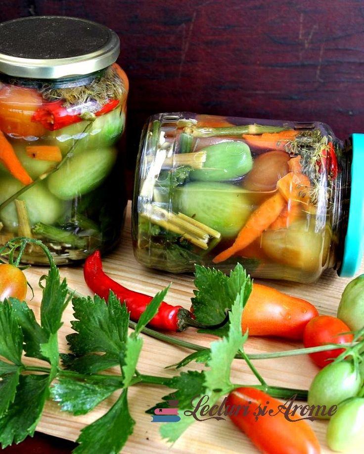 Gogonele murate in saramura Romanian pickled green tomatoes