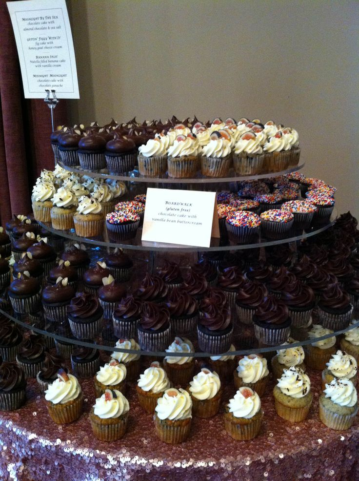Our clear acrylic cupcake tower. With AMAZING cupcakes by @sweetiecups/Doro !! New York linen.