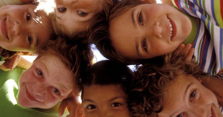 Como organizar uma caça ao tesouro para crianças de 8  a 12 anos. Crianças, independente da idade, adoram caças ao tesouro, mas quando têm entre 8 e 12 anos parecem ficar especialmente empolgados com a ideia. Há uma forte emoção na busca pelo desconhecido, resolver um mistério ou lutar para solucionar uma tarefa absurda. Caças ao tesouro são cada vez mais uma atividade obrigatória em festas, pois os pais ...