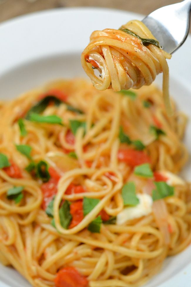 One pot pasta. This is a delicious quick and easy summer recipe. I'm adding it to my weekly menu plan.