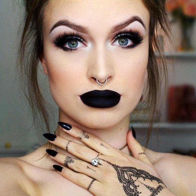 Sério, isso NÃO vai ficar bom. | 17 motivos pelos quais mulheres nunca deveriam usar batom preto