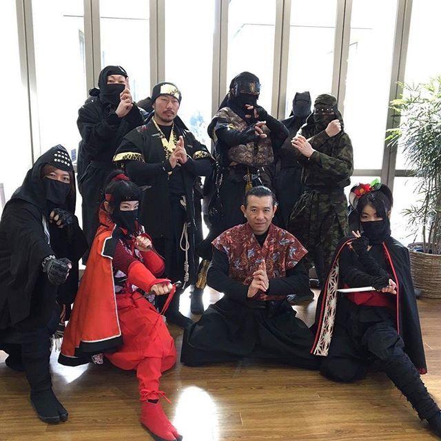 【kurokage.kouka】さんのInstagramをピンしています。 《先週の日曜日は三重県は津市にあります「レッドヒル ヒーサーの森」に伊賀之忍砦のお仕事で衣装着替え、忍者体験と森への散策にて隠れている忍者を見つけるといった内容にて講師として参加いたしました。参加者の子供達も喜んでました。 #伊賀之忍砦 #黒影#レッドヒルヒーサー#津市#三重県#忍者#森 #ninja #mie#kurokage #iganoshinobitoride》