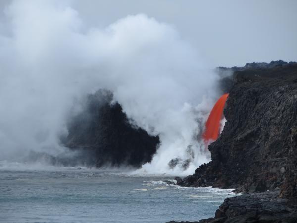 Cascada de lavă (08.02.2017) curge în Oceanul Pacific din Vulcanul Kilauea - Insula Mare, Hawaii, SUA