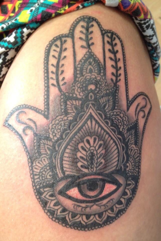 45 best images about hand of fatima tattoo on pinterest buddhist tattoos hamsa design and hands. Black Bedroom Furniture Sets. Home Design Ideas
