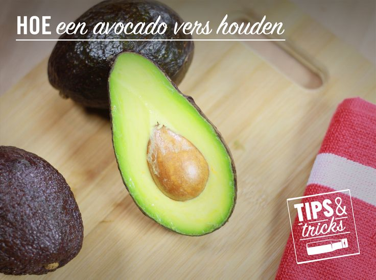 Om te vermijden dat een avocado bruin wordt, laat je de pit in de helft van de avocado die je niet gebruikt. Leg dat deel daarna terug in de koelkast. #tipstricks