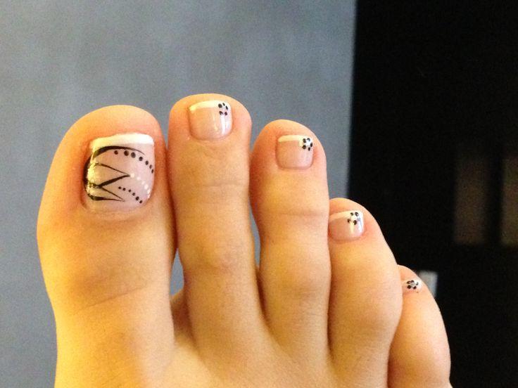 Uñas de los pies blanco y negro | Maquillaje | Pinterest
