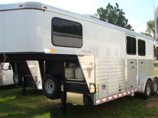 Triple M Trailers - Lakota Horse Trailers For Sale, Living Quarter Trailers For Sale, Stock Trailers For Sale - Sundowner of Texas