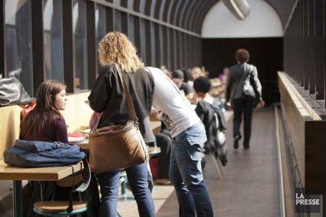 (Québec) Les droits de scolarité sont en voie d'augmenter de 46$ à 83$ par année. Le gouvernement Marois jongle en effet avec plusieurs scénarios d'indexation et tranchera au lendemain du Sommet sur l'enseignement supérieur, qui se tiendra les 25 et 26 février.