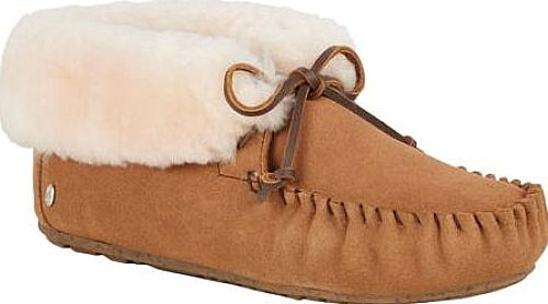 Experience the EMU Moonah Moccasin Booties. Beautiful moccasins from designer EMU featured in Chestnut Sheepskin. There's no doubt that you will feel great sporting these moccasins by the brand EMU. #boots #booties #ankleboots #shoes #fashion