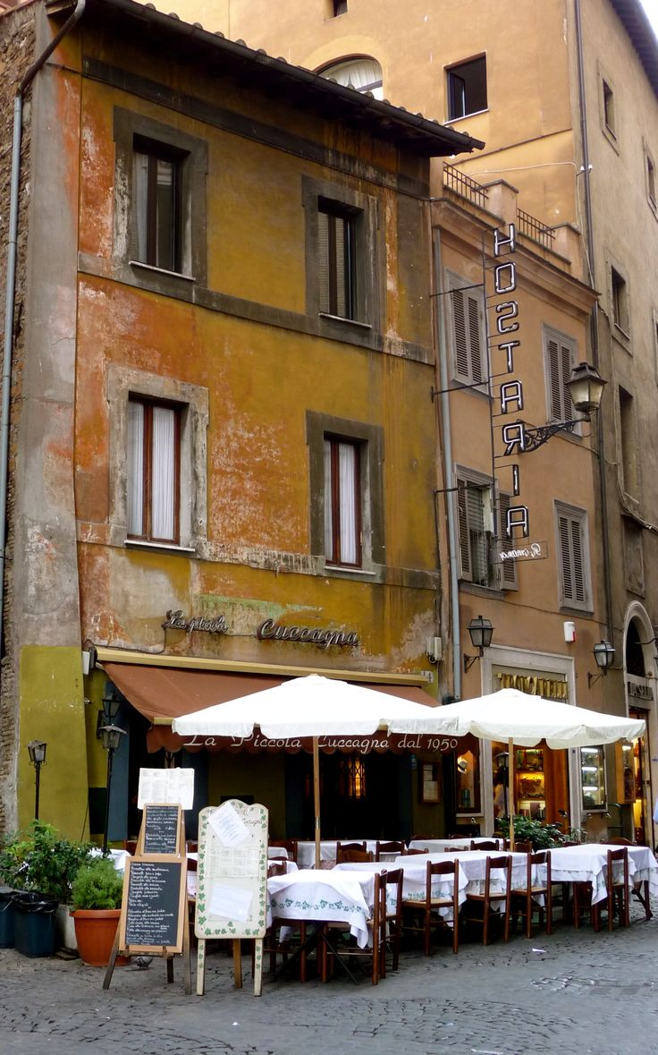 outdoor dining in Rome, right off of the Piazza Navona