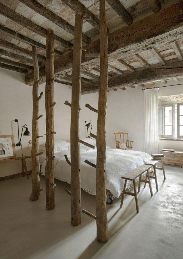 Vigas de madera en dormitorio rústico #tradicional #vintage #techo