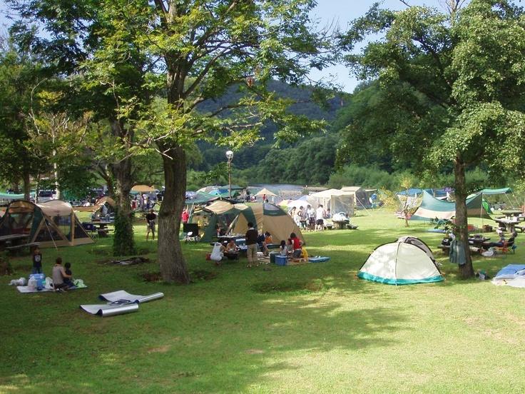 法体園地キャンプ場-法体の滝の前に広がるキャンプ場です。  春は新緑、夏は避暑、そして秋には紅葉と年間を通じて多くの観光客が訪れます。 Hottai-enchi campground