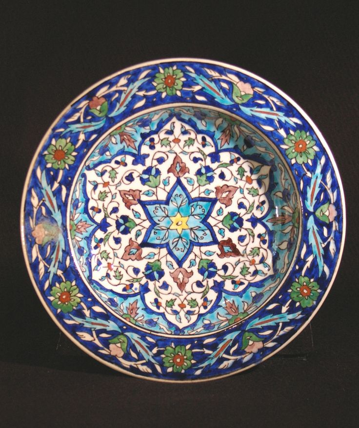 Turkey, Kütahya province, Kütahya kilns (Turkish), Plate with multilayered six-point floral design, late 19th century, stonepaste with polychrome decoration under clear glaze