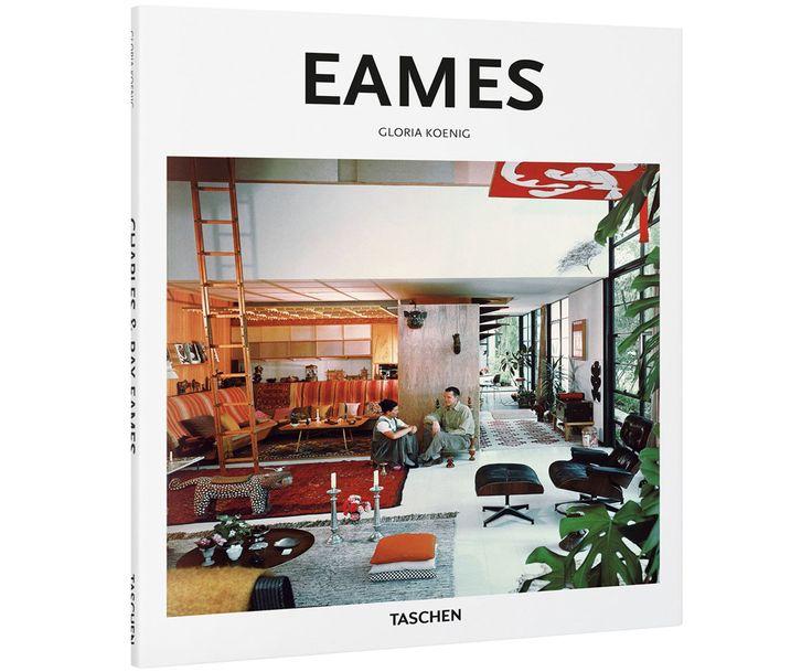 """""""Das Ehepaar, das die amerikanischen Wohnzimmer umkrempelte"""", so beschreibt der Taschen Verlag das legendäre Designer-Duo Ray (1912–1988) und Charles Eames (1907–1978). Doch mit ihren bahnbrechenden Ideen und völlig neuen Techniken krempelten die beiden deutlich mehr um als """"nur"""" den Wohnstil der Amerikaner. Ob der bequeme """"Eames Lounge Chair"""" aus Holz und Leder oder der heute vielfach kopierte """"Plastic Chair"""" mit Kunststoff-Sitzschale – die Möbelstücke des Ehepaars gelten als das…"""