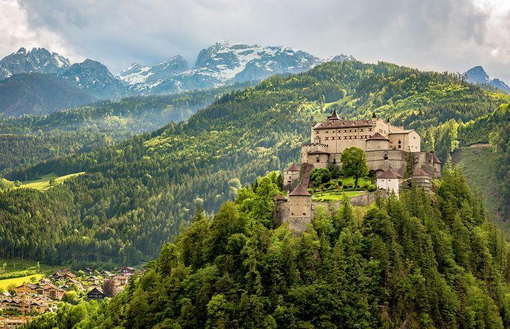 Burg Hohenwerfen i Österrike #burg #hohenwerfen #burghohenwerfen #österrike #austria #slott #castle