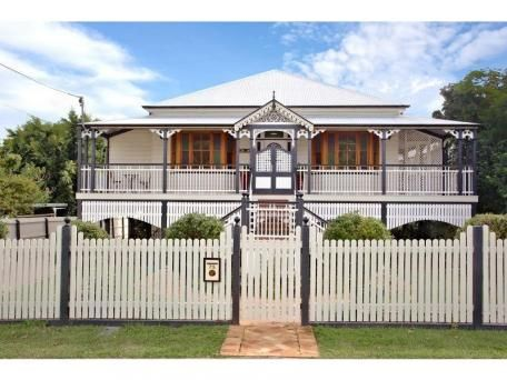 75 thorn street ipswich queenlander homes pinterest for Queenslander exterior colour schemes
