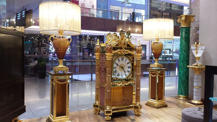 Baldi Boutique in Dubai Mall - Monumental Clock of 2 meters. #luxury #lifestyle #clock