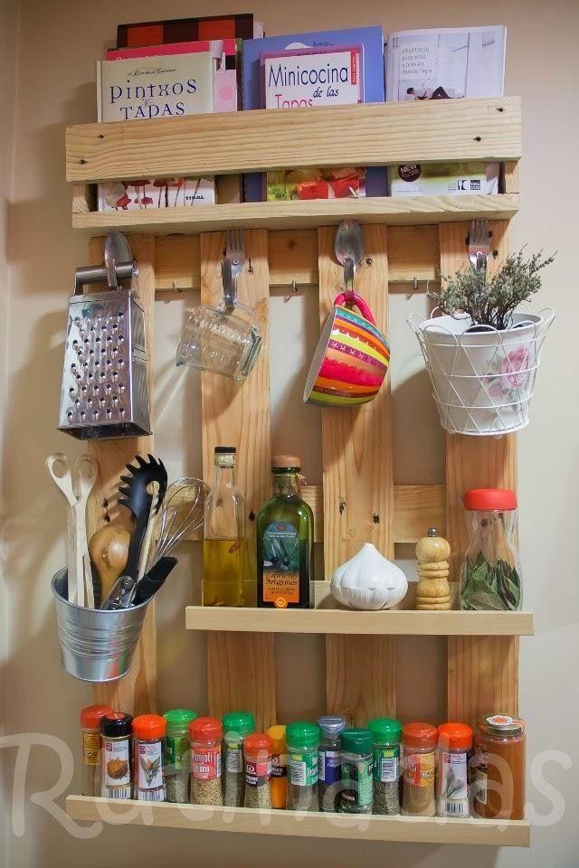 Etagères à épices en bois de palette