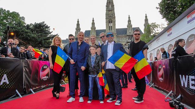 Călin Goia, de mână cu băiețelul din videoclip, pe covorul roșu la EUROVISION 2015
