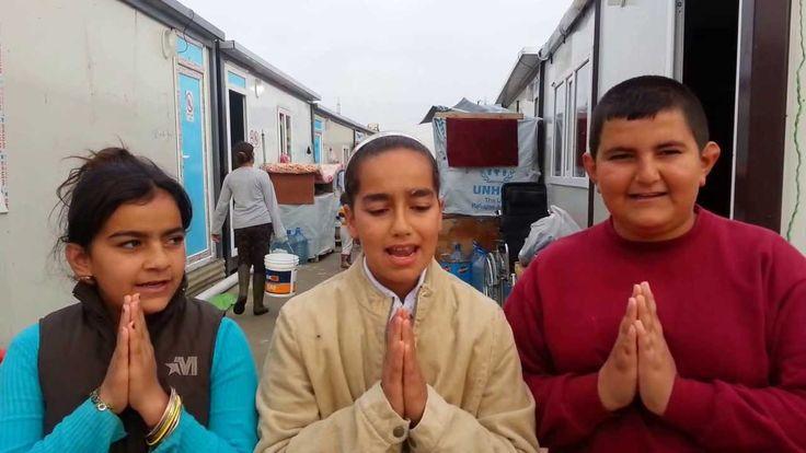 Des enfants réfugiés prient le Notre Père en araméen (9 décembre 2014)