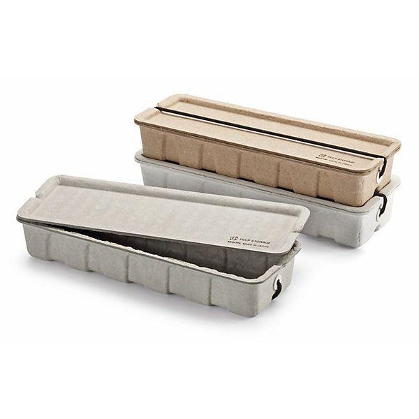 Die Formgebung legt nahe, vorzugsweise Stifte und Zeichengeräte in der Box unterzubringen und zu transportieren. Gut (und... - Stiftbox Pulp
