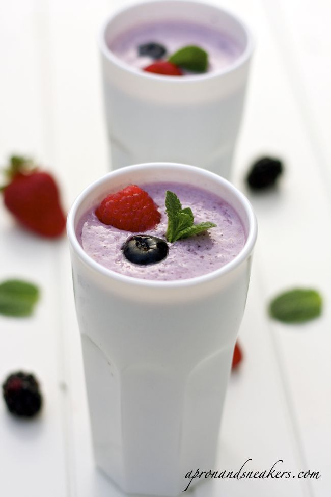 Mixed berry & oatmeal smoothie, great start to the day!